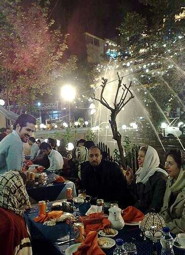 Eye-Opening Cultural Photo Blogs: 'Life Goes On in Tehran