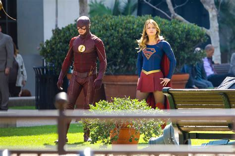 The Flash/Supergirl Crossover Pics | Know It All Joe