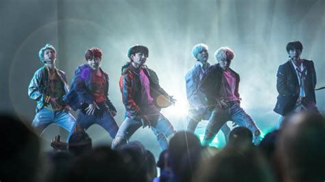 Agreed! Rolling Stone says BTS' stage was one of the AMAs
