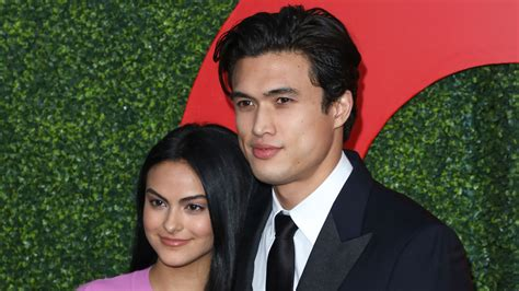 """Nach Paar-Outing: """"Riverdale""""-Cami & Charles auf Red"""